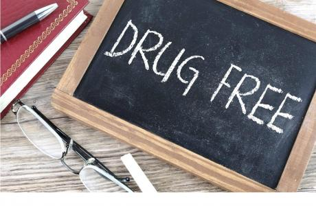 "chalkboard with ""drug free"""