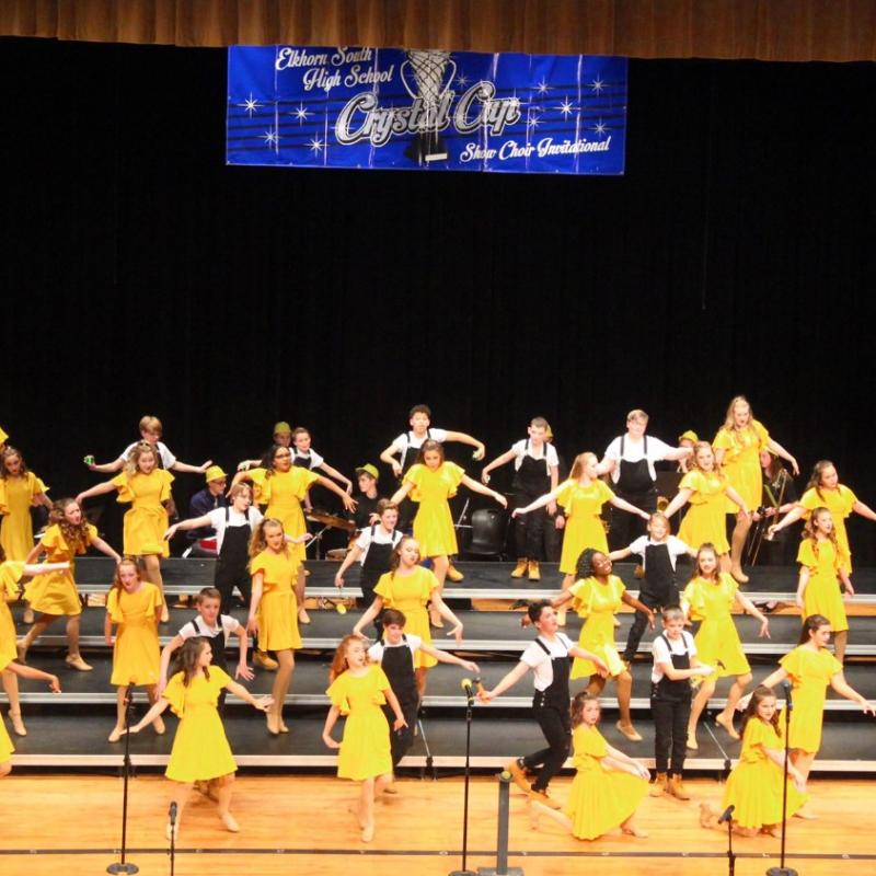 show choir students singing